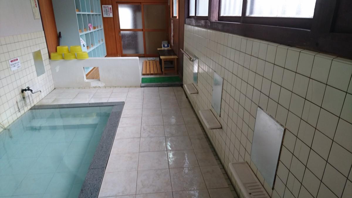 小野川温泉尼湯浴室