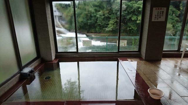 浴槽から窓の外