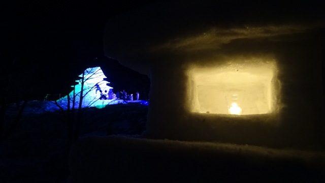 雪灯篭と雪城